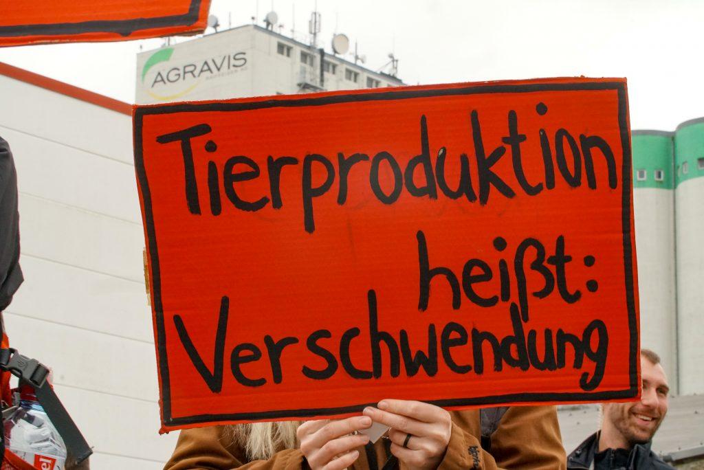 Foto von der Demo gegen das Futtermittelwerk von Agravis in Fürstenwalde (© Free Perspective)